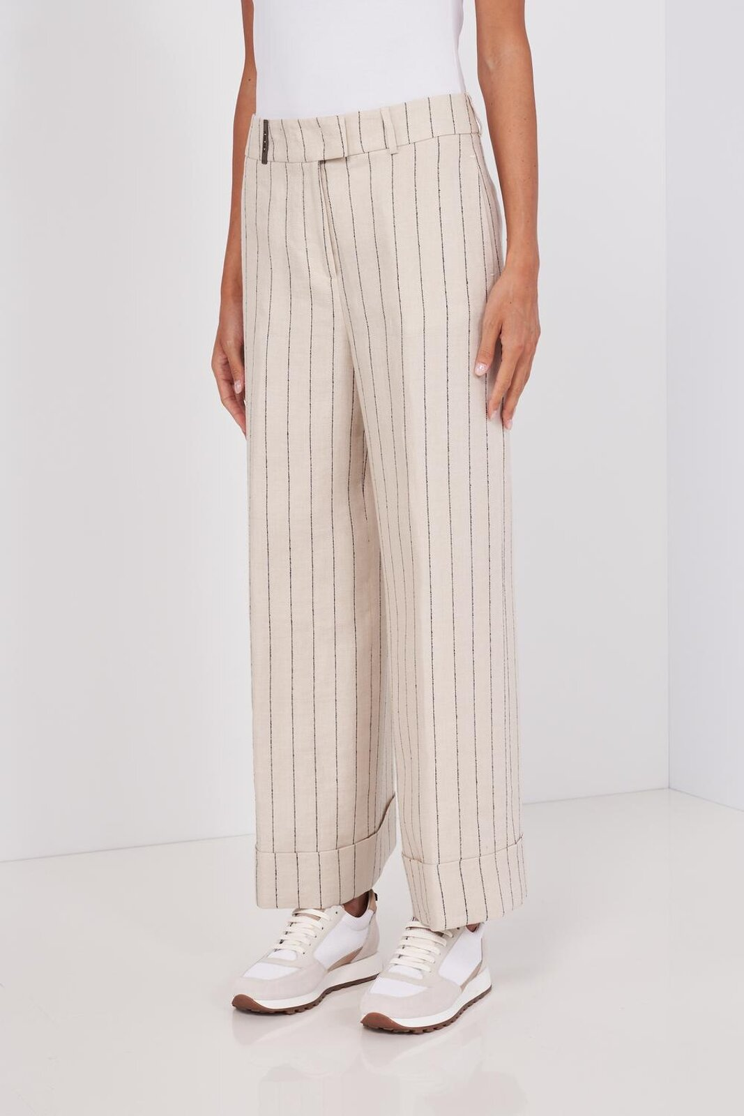 Palazzo Trousers In Pure Linen With Thin Stripes. High waist, two pockets on the front and two welt pockets on the back, flap on the bottom, zip closure and hidden hooks. Wide fit. - Peserico