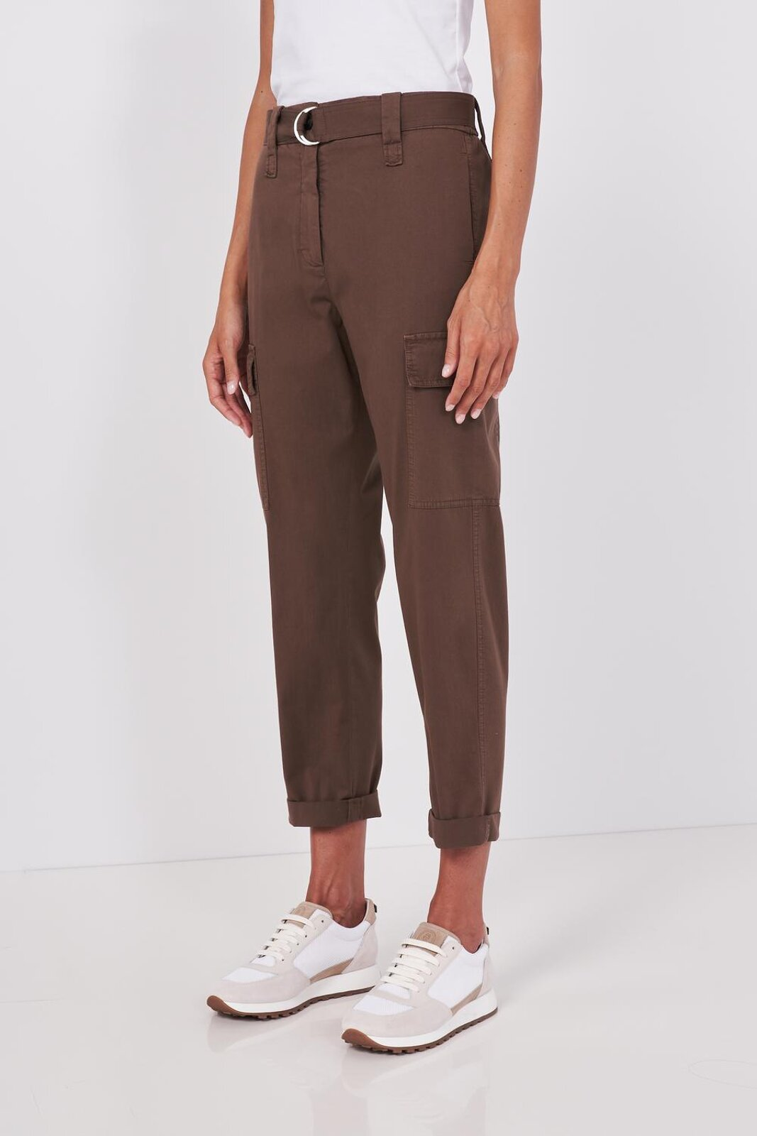 Slightly Stretch Cotton Gabardine Pocket Trousers. Fabric belt at the waist with metal buckle, two pockets on the front, two welt pockets on the back and two pockets applied on the sides. Lapels on the bottom, high waist. Closure With Zip And Bott - Peserico