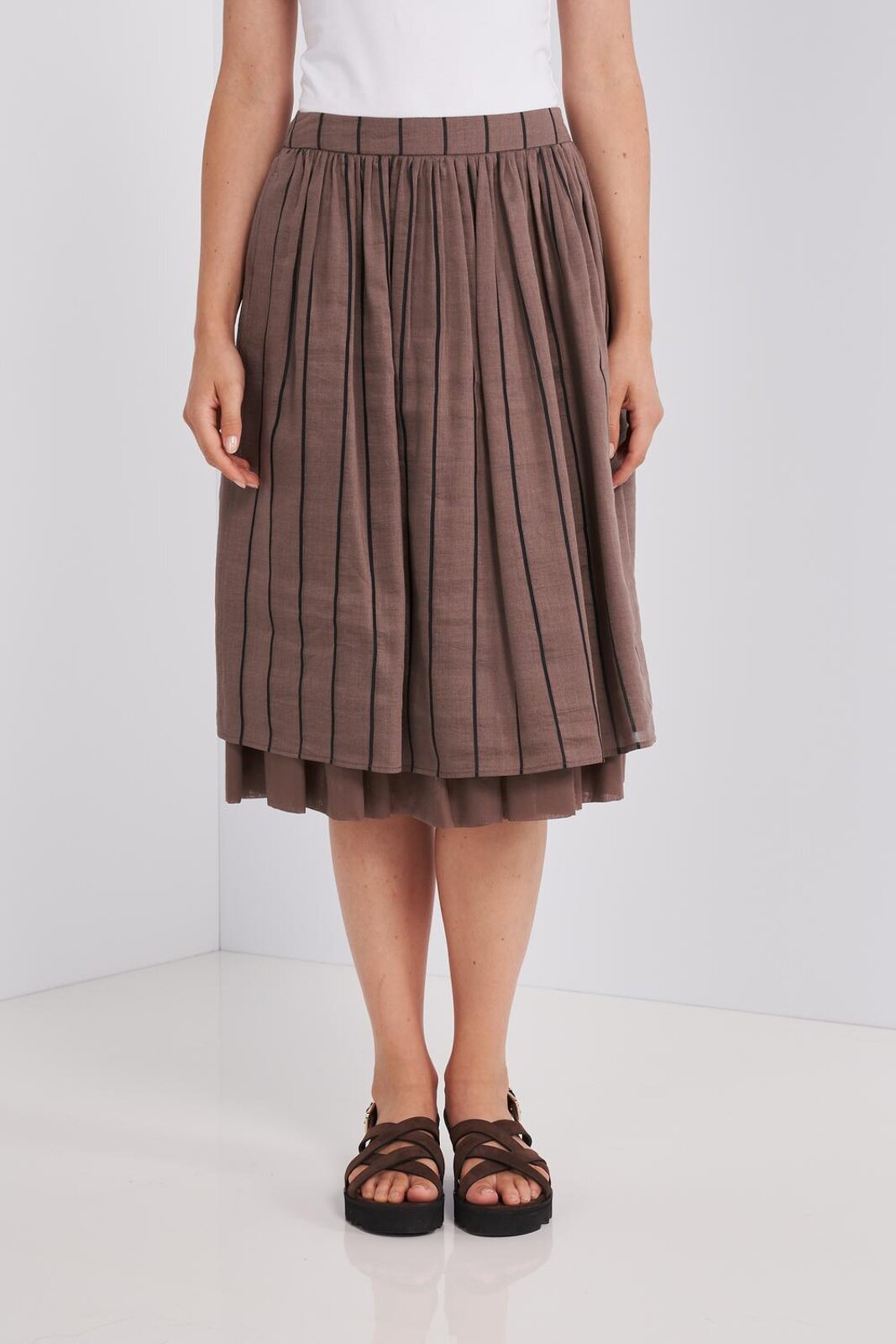 Knee-length Midi Skirt In Fluid Linen And Silk Striped Fabric With Underskirt. Regular waist, two side pockets, zip closure on one side. - Peserico