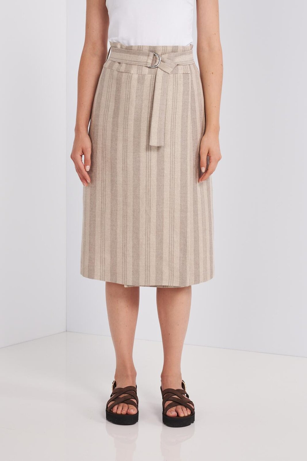 Knee-length Midi Skirt In Fresh Linen And Cotton With Striped Pattern. High waist with adjustable fabric belt, wallet fold on the front, front closure with hidden buttons. Regular fit. - Peserico