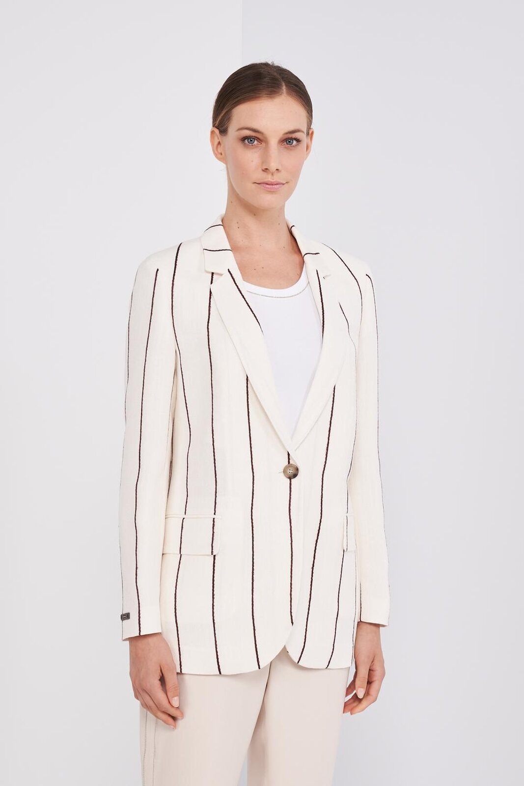 Long Sleeve Blazer Jacket In Soft Striped Linen And Viscose Fabric. One Front Button, Side Pockets, Leather Detail On The Sleeve. Slightly oversized fit. - Peserico