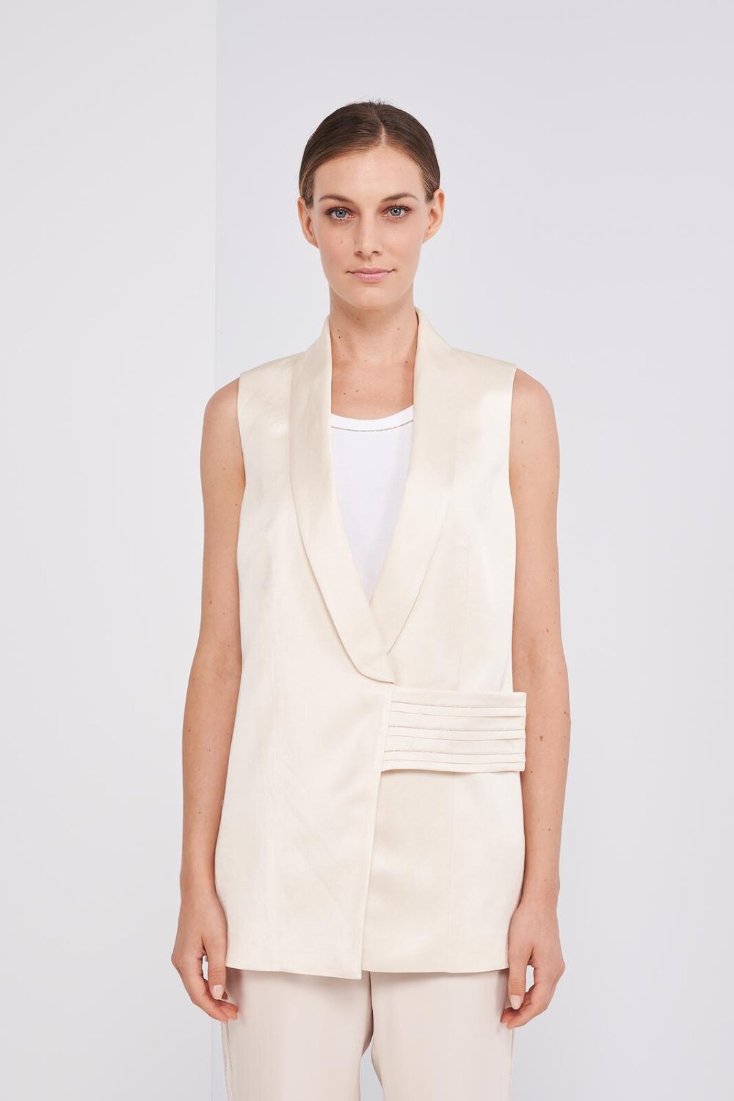 Sleeveless Vest In Soft Viscose, Linen And Cotton. Open V-neck, Metallic Detail Applied On The Belt, Concealed Closure With Crossed Buttons. Slightly oversized fit. - Peserico