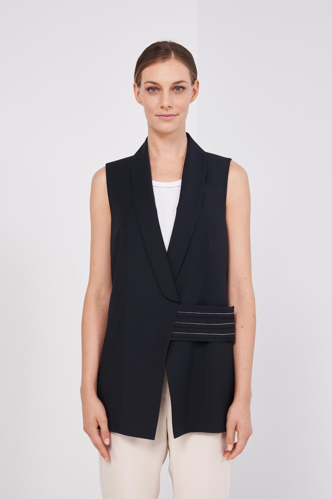 Sleeveless Vest In Light And Fresh Wool. Front Closure With Crossed Band With Metallic Details And Hidden Buttons. Oversize fit. - Peserico