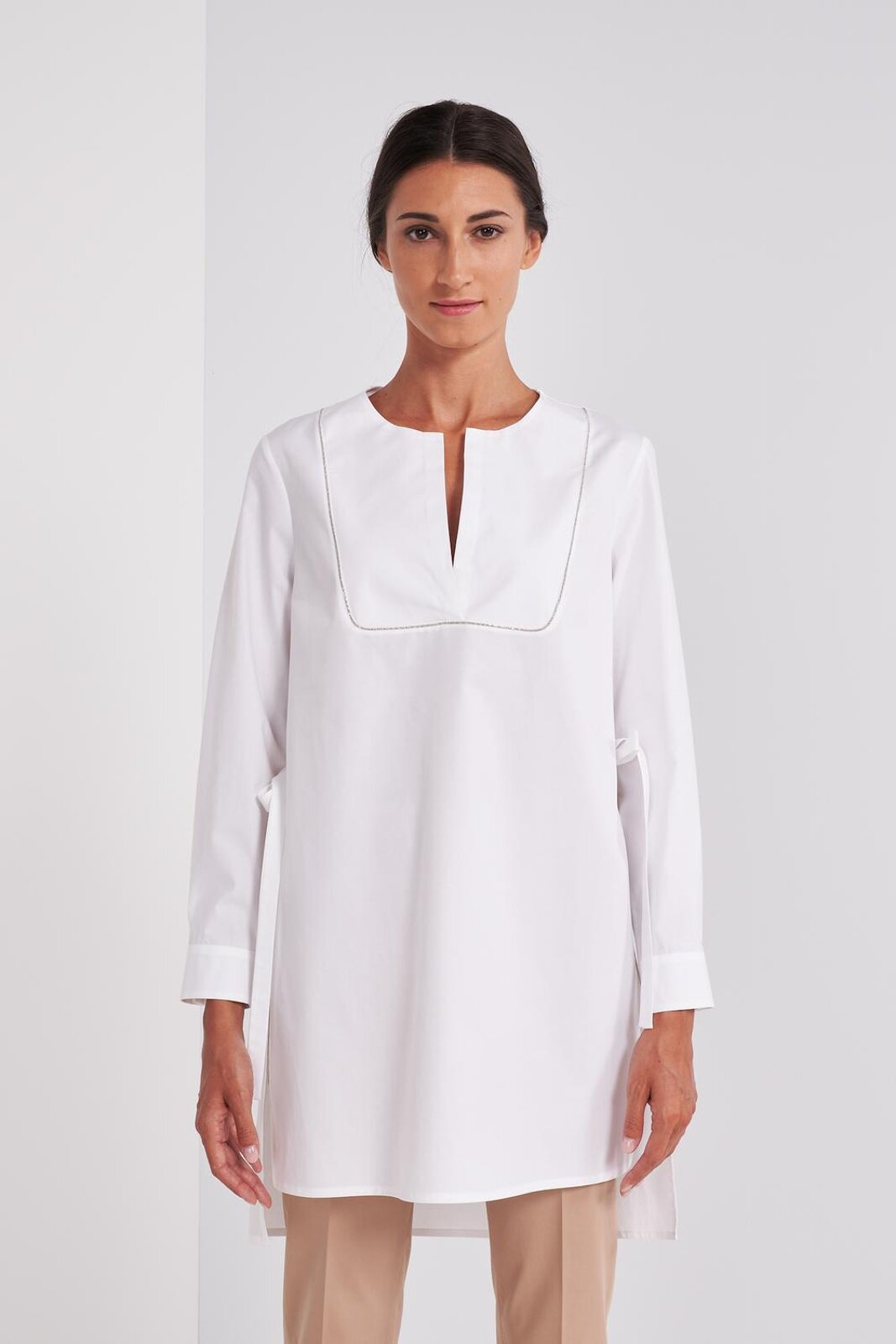 Long Shirt In Pure Cotton Satin With Long Sleeve Round Neckline. Details Of Light Points On The Chest, Side Vents With Bows. Wide fit. - Peserico