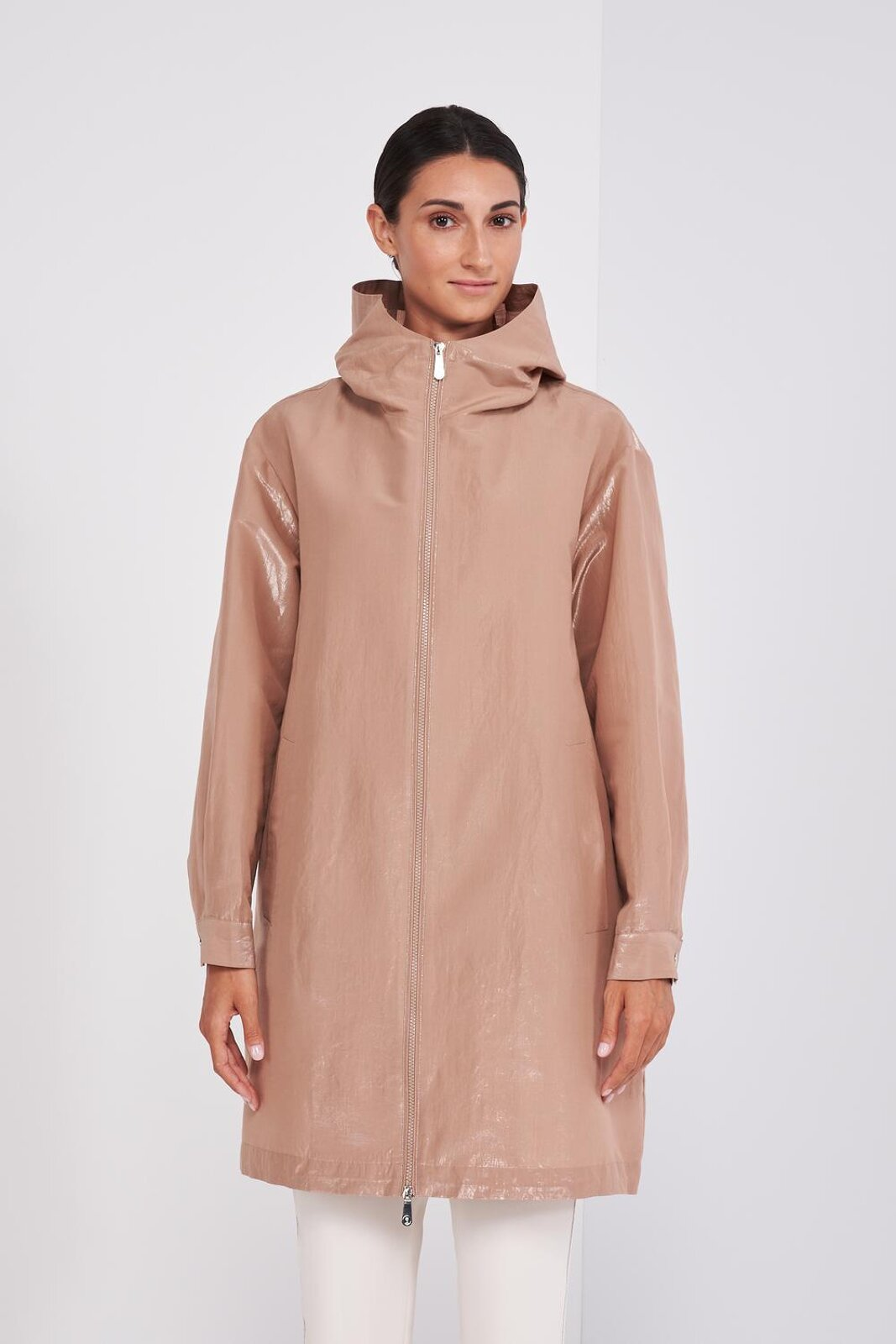 Lightweight Long Sleeve Parka In Cotton Taffeta With Light Iridescent Effect. Adjustable hood with laces, high collar, two side pockets. Front Closure With Hidden Zip. Regular fit. - Peserico