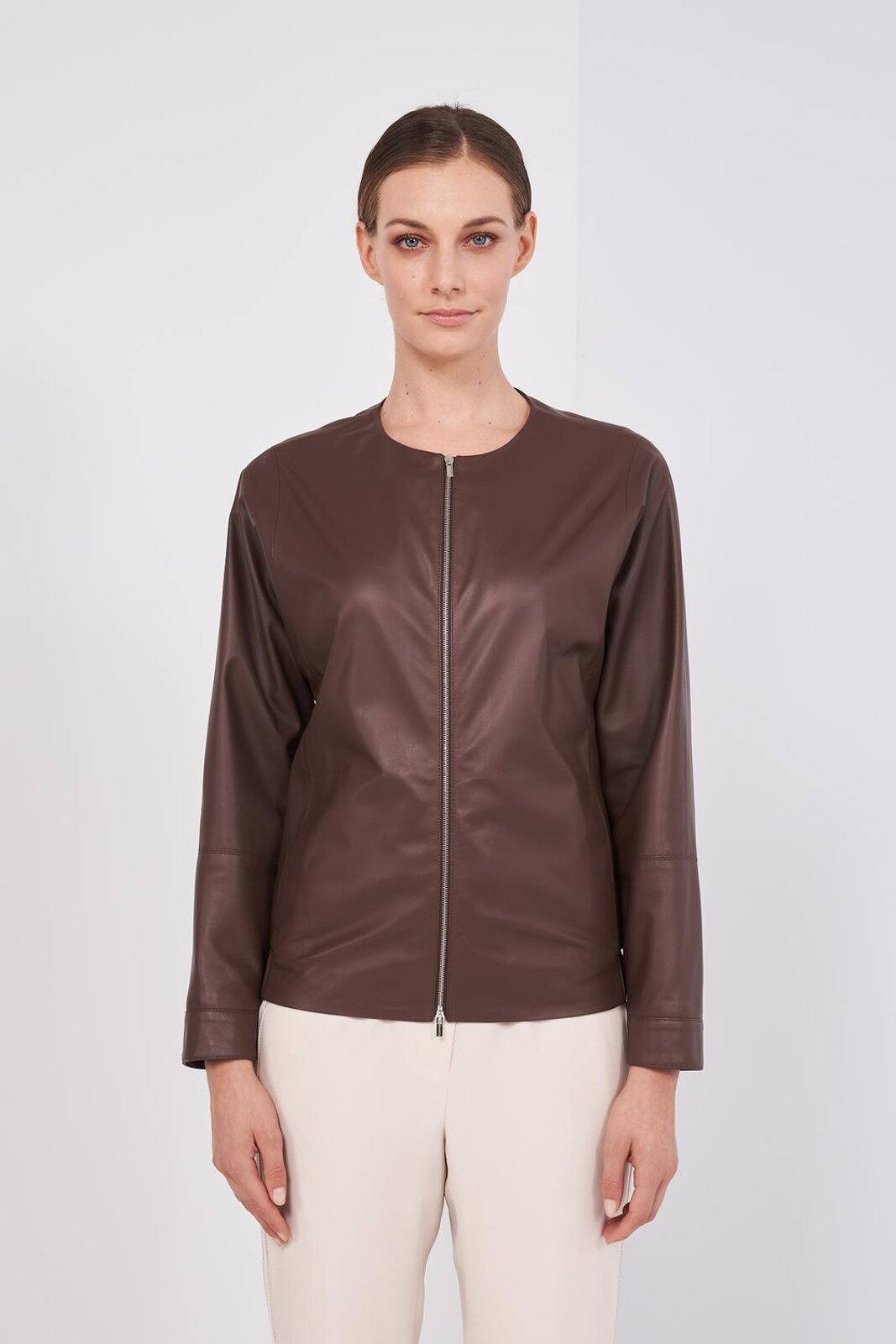 100% Genuine Soft Leather Long Sleeve Jacket. Round Neckline, Two Side Pockets, Elastic Back, Front Zip Closure. Slightly oversized fit. - Peserico